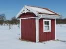 Schwedenhütte in weißer Umgebung